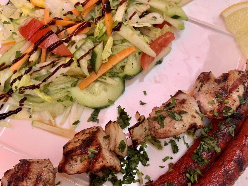 plat du jour midi en semaine grillades, salade et frites à 10,50 euros